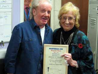 Phil Keen awards Dorothy Le Morgan with Volunteer of the Month